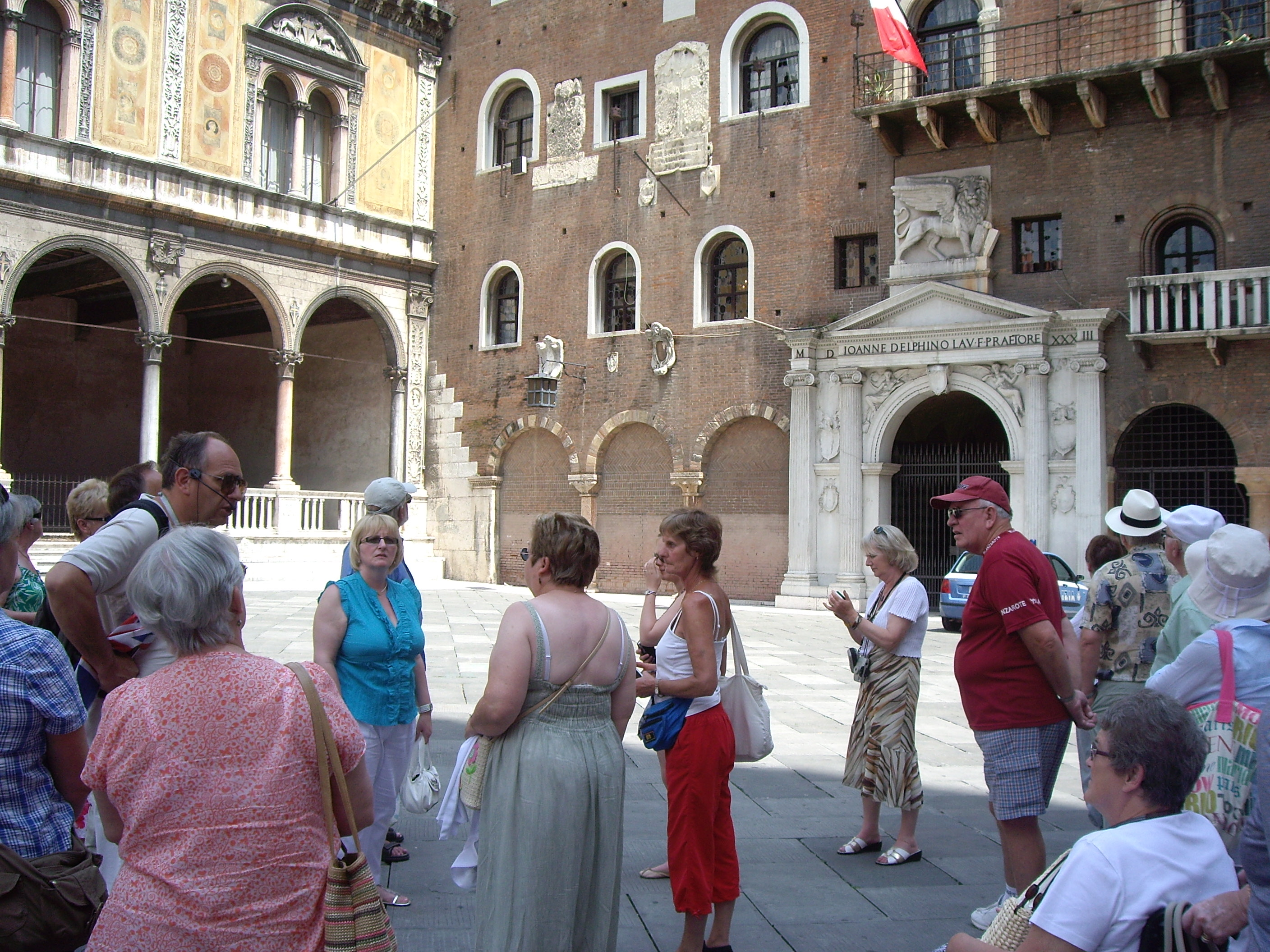 sightseengs in the old town and around Verona